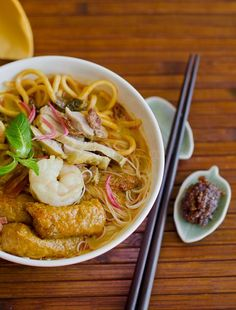 Nyonya Curry Noodle ~ Noodles serves in spiced up creamy curry with lemongrass, ginger flower  and curry powder