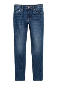 Discover on-trend women's jeans at H&M. Shop online for high-waisted, bootcut, boyfriend and skinny jeans, plus ripped and distressed styles. Jeans Azul, Jeans Bleu, Super Skinny, Skinny Fit, Skinny Legs, H&m Online, Trousers, Pants, Denim Jeans