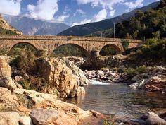 Corsica - Fleuves et Rivieres Corse - Le Fango au pont de Manso - Le Fango (Fangu en corse) est un fleuve côtier de Haute-Corse.La longueur de son cours d'eau est de 22,6 km.Ce fleuve côtier prend naissance sur le versant occidental du Capo Tafonato, à environ 2 000 mètres d'altitude, sur la commune d'Albertacce, pratiquement à la limite de la commune de Manso. Il s'appelle aussi, dans sa partie haute, le ruisseau de Capu di Vetta.