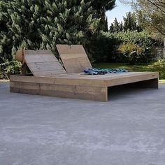 Recylage de palettes en bois pour meubles jardin.