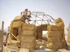 Building A House 488851734523830132 - How to Build a Geodesic Strawbale Dome – Placing the Bales Source by bellibri Natural Building, Green Building, Building A House, Straw Bale Construction, Construction Business, Construction Birthday, Construction Design, Geodesic Dome Homes, Earthship Home
