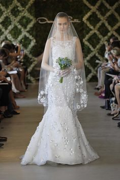 I like the flowery veil!