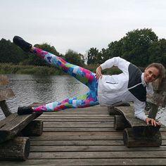 Nie ważne gdzie, ważne, że ćwiczysz❗ A żeby trening był udany wybierz legginsy,które zapewnią Ci wygodę oraz komfort :) Oczywiście stawiamy również na ciekawy look,bo każda z nas przecież lubi dobrze wyglądać 😉 Ten kolorowy model legginsów to RAINBOW dostępny w pełnej rozmiarówce na naszej stronie internetowej www.dancewear.com.pl