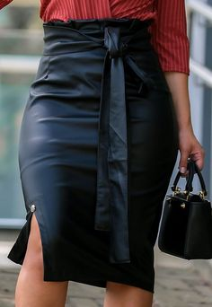 Pencil Skirt Outfits, Business Outfits, Jeans Dress, My Outfit, Everyday Fashion, Leather Skirt, Womens Fashion, Fashion Trends, Fashion Dresses