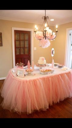 Beautiful for a baby shower! Tulle skirt around the table