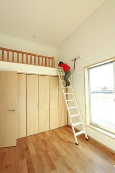 大きな庇とロフトのあるお家 Room Ideas Bedroom, Home Bedroom, Kids Bedroom, Master Bedroom, Bedroom Decor, Bedroom Color Schemes, Bedroom Colors, Dorm Room Designs, Bed In Closet