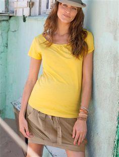 Super Casual-Style: Gerader Umstandsrock mit breitem Stretchbund und schönem unifarbenen Umstands-T-Shirt von Vertbaudet.