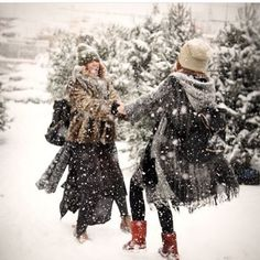 Find images and videos about friends, winter and christmas on We Heart It - the app to get lost in what you love. Friends Image, Best Friends, Welcome Winter, Snowball Fight, Winter Garden, Winter Snow, View Photos, Winter Wonderland, Cold Weather