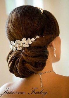 penteado para noivas com detalhes no cabelo