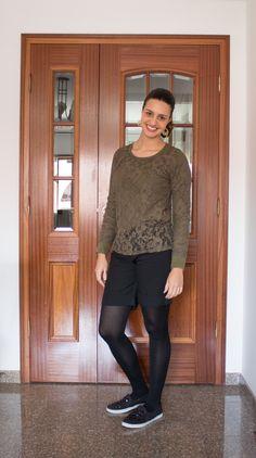 Shorts com meia calça e blusa de renda / Lace blouse and shorts with tights