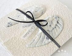 """Mit dieser handgemachten und individualisierbaren Trauerkarte """"Engelsflügel"""" für Erwachsene, Kinder und Baby's können Sie den Angehörigen ihr herzliches Beileid ausdrücken. Die Karte besteht aus handgeschöpftem Papier, welches ich mit viel Leidenschaft selbst schöpfe. Die Karte ist in 11 Farbvariationen erhältlich. Eine Individualisierung mit einem Wunsch-Titel kann ebenfalls gewählt werden. #Beileidskarte #Trauerkarte #Kind #Baby #Engelsflügel #beileid #stone #stein #handgemacht… Paper, Baby Angel Wings, Adult Children, Wish, Embellishments, Passion, Stone"""