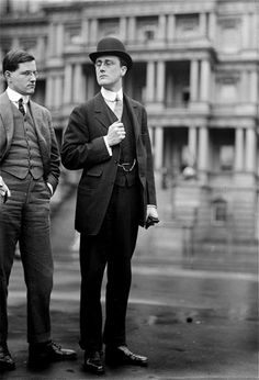 Roosevelt, Franklin D- the U. president in and was the only president to be elected four times. Unlike his cousing, Teddy Roosevelt, he was a socialite snob, especially in his youth pictured here. Edwardian Era, Edwardian Fashion, 1920s Fashion Male, Men's Fashion, Moda Vintage, Vintage Men, American Presidents, American History, Jean Patou