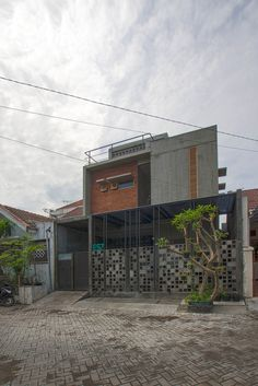 Gallery of Bioclimatic and Biophilic Boarding House / Andyrahman Architect - 4