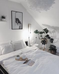 Pendelleuchte Eos aus Federn - Wohnen ideen Pendant lamp Eos made of feathers White Dreams! Bedroom Apartment, Home Bedroom, Bedroom Decor, Apartment Ideas, Bedroom Furniture, Dream Rooms, Dream Bedroom, Room Ideias, Aesthetic Bedroom