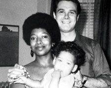 """Alice Walker married Melvyn Rosenman Leventhal, a Jewish civil rights lawyer, on March 1967 in New York City. Later that year the couple relocated to Jackson, Mississippi, becoming """"the first. Civil Rights Lawyer, Interacial Couples, Interracial Family, Alice Walker, Bwwm, Before Us, African American History, The Villain, Black Is Beautiful"""