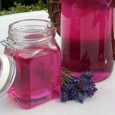 Lavendelsirup als Gastgeschenk oder Mitbringsel Smoothie Popsicles, Smoothie Drinks, Smoothies, Chutneys, Homemade Syrup, Food Club, Shake Recipes, Kitchen Gifts, Summer Drinks