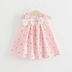 Check out my new Sweet Flower Print Sleeveless Bow Decor Dress for Baby Girl, snagged at a crazy discounted price with the PatPat app. Baby Frocks Style, Baby Girl Frocks, Baby Frocks Designs, Kids Frocks Design, Frocks For Girls, Little Girl Dresses, Baby Dresses, Dress Girl, Baby Girl Frock Design