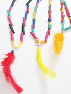 Feather Pasta Necklace Craft (via Mood Kids) indiannecklace Preschool Crafts, Kids Crafts, Diy And Crafts, Arts And Crafts, Native American Crafts, American Indians, Wild West Crafts, Pasta Crafts, Thanksgiving Preschool