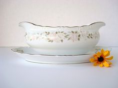 Sheffield Classic 501 Gravy Boat and Underplate, Fine China Gravy Boat, Pink Roses Gravy Boat