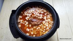 Iahnie de fasole cu ciolan afumat - rețeta pas cu pas | Savori Urbane Beans, Vegetables, Ethnic Recipes, Food, Essen, Vegetable Recipes, Meals, Yemek, Beans Recipes