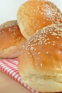 Non appena proverete questi panini, credete a me, non vi accontenterete più di quelli industriali. Sono tutta un'altra storia! Genuini, ...