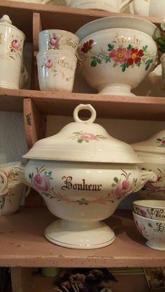 Beeldschone bruudsterrine van P Regout Antique Pottery, Sugar Bowl, Bowl Set, French Vintage, Porcelain, Van, Bride, Country, House