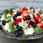 Sommersalat med bær