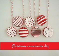 Estas decorações para a árvore de Natal forma feitas com uma massa de modelar que fiz com farinha, bicarbonato de sódio e água. Est...