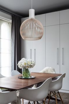 Lighting Design // Octo 4240 in a contemporary dining room in the UK. Photo by: Simon Eldon Photography Ltd.