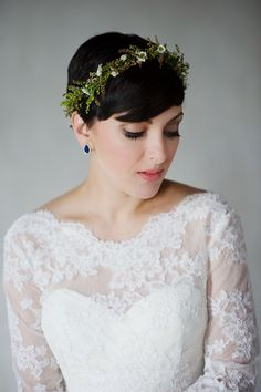Pixie cut, short bridal hairstyle, natural green flower crown // Justin Wright Photography