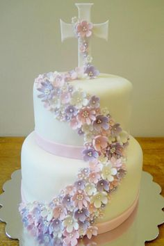First Communion Cakes - Give Details-Pasteles para Primera Comunión – Dale Detalles first communion - Christening Cake Girls, Baby Girl Baptism, Baptism Cakes For Girls, First Holy Communion Cake, First Communion Decorations, Religious Cakes, Confirmation Cakes, Girl Cakes, Baptisms