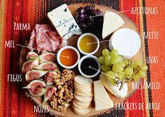 tábua com queijos, frutas, snacks, castanhas e molhos