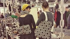 Tampereen terkkuja! - Molla Mills - Kodin Kuvalehti Tapestry Crochet, Knit Crochet, Crochet Bags, Yarn Bombing, Knitted Bags, Clothes Horse, Free Pattern, Crochet Patterns, Embroidery