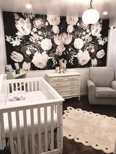 Stylish, vintage floral nursery decor by Jessica Partida with beautiful peel&stick wallpaper. Baby Room Design, Baby Room Decor, Nursery Decor, Girl Nursery, Wall Decor, Wall Mural, Kids Room Wallpaper, Wallpaper Wallpapers, Wall Wallpaper