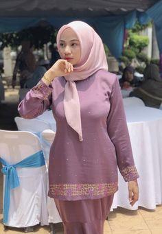 Untitled — 🍏🍏🤤 Never disappointed, milk factory 🤤🤤🤤 Milk. Beautiful Muslim Women, Beautiful Hijab, Beautiful Asian Girls, Kebaya Hijab, Hijab Dress, Arab Girls Hijab, Muslim Girls, Muslim Couples, Hijabi Girl
