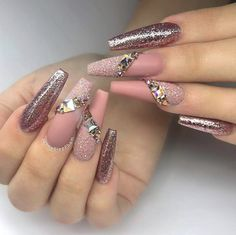 36 Nude Nail Polish Colors - Find The Best Neutral Design Find out useful tips about how to choose the perfect nude nail polish for your skin tone. Explore our collection of various shades of nude. Glam Nails, Bling Nails, Nude Nails, Beauty Nails, Cute Acrylic Nails, Acrylic Nail Designs, Stylish Nails, Creative Nails, Gorgeous Nails