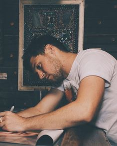 What Niall is writing: Dear Diary, I love y/n