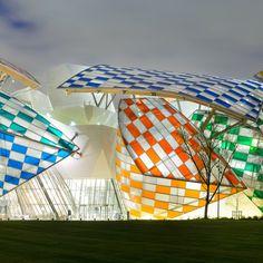 Fondation Louis Vuitton. An installation by Daniel Buren will add bright colors to the façade.