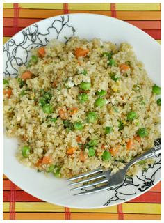 easy... healthy... delicious --- this Quinoa Fried Rice has it all!