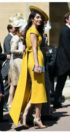 Amal Clooney with her husband attending Prince Harry Meghan Markles Royal Wedding at Windsor 2018 Classy Outfits, Chic Outfits, Dress Outfits, Trendy Dresses, Cute Dresses, Casual Dresses, Mode Chic, Mode Style, Royal Wedding Guests Outfits