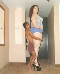 There are some awkward and odd couples who force us to prove that love is totally blind and even deaf. Have you ever seen the funniest couple like this?