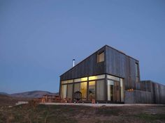 Sky House Oroville от WA – грубоватое и удобное жилище в духе первых поселенцев https://vk.com/faqindecor?w=page-69527163_48659949 #FAQinDecor #design #decor #architecture #interior