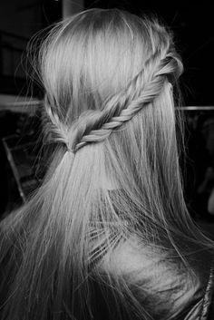 fishtale braid half up...love this fishtail, but i'm not sure I can fish tail my own hair acutally