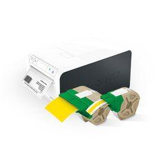 Leitz Icon Das smarte Etikettiersystem Ein Etikettendrucker für alle Etikettier-Anforderungen - Papier und Plastik, Hoch- und Querformat. Jedes Etikett wird automatisch exakt auf die richtige Größe zugeschnitten. WiFi-kompatibel: Sie können Etiketten drucken, wo immer Sie sich aufhalten.
