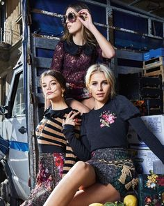 Discover the new Dolce & Gabbana Women's Fall Winter Collection and get inspired. Runway Fashion, Fashion Models, Fashion Show, Womens Fashion, Fashion Design, Fashion Trends, Dolce & Gabbana, Beauty Editorial, Editorial Fashion