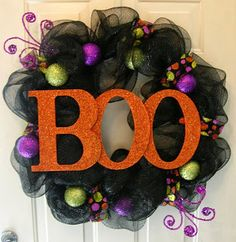 Glittery Glittery Boo Decomesh Halloween Wreath by DitzyDesign making this, too cute! Moldes Halloween, Casa Halloween, Adornos Halloween, Halloween Disfraces, Holidays Halloween, Halloween Crafts, Vintage Halloween, Happy Halloween, Halloween Decorations