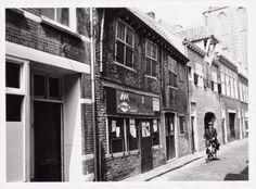 Krankeledenstraat 6, 8 en 12A/C (vanaf links). Geheel links de voordeur van nr. 4. The Province, Utrecht, Van, City, Vans, Cities