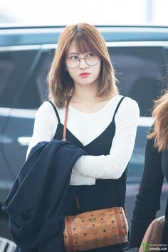 Twice Momo - Korean Hair Nayeon, Kpop Fashion, Korean Fashion, Airport Fashion, Momo Hot, Korean Girl, Asian Girl, Korean Style, Sana Momo
