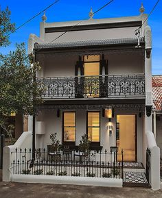 This stunning rebuild of a traditional 2 storey Terrace in Sydney's real estate hotspot of Alexandria was professionally styled by Valiant Property Styling. Terrace House Exterior, Victorian Terrace House, Exterior House Colors, Victorian Homes, 2 Storey House Design, Small House Design, Narrow House, House Front, House Painting