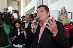 """Gubernatura de BC no es capricho: @Jorge_HankRhon """"Ser Gobernador no se trata de un capricho, es más bien ese deseo de trabajar a favor de los Baja Californianos"""", escribió en las redes sociales a propósito del proceso electoral para renovar al Ejecutivo estatal y que iniciará el 1 de febrero de 2013.    """"Por supuesto, yo soy priísta y respaldo a cualquier candidato que sea priísta, pues es mi deber apoyar al partido"""","""